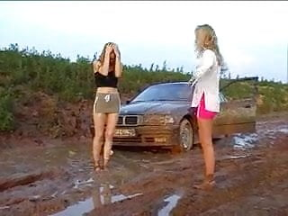 Catfight girls in dramatize expunge mud